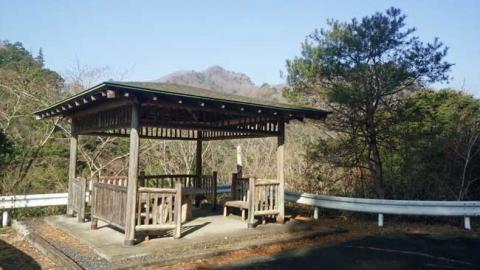 散策路の休憩小屋
