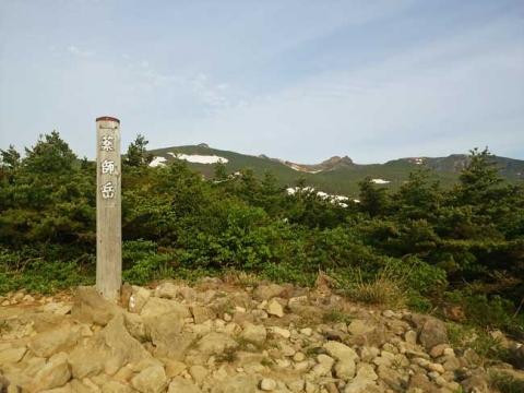 薬師岳(遠方に安達太良山の山頂が見える)