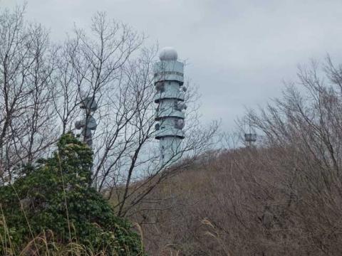 山頂のアメダス・電波塔