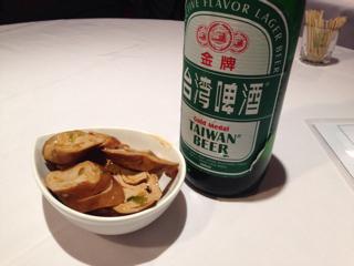 台湾ビールとお通しの豆腐