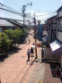 旧軽井沢を見下ろすカウンター席