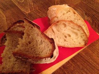 お通しの自家製パン