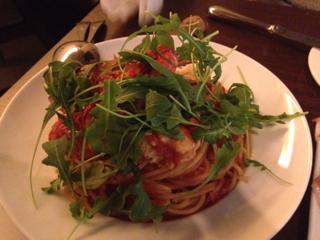 ワタリガニのイタリアのトマトソーススパゲッティー二