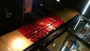 上野駅12番線ベックスコーヒー(アイスコーヒー、サラダドック)1