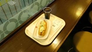 上野駅12番線ベックスコーヒー(アイスコーヒー、サラダドック)4