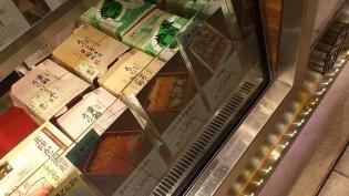 上野駅駅弁屋匠、うにとカキの重箱めし3