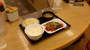 松屋鶏の甘辛味噌炒め定食4