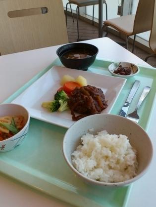 食堂OWLでA定食(煮込みハンバーグ)2