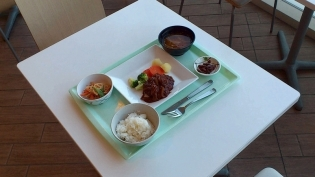 食堂OWLでA定食(煮込みハンバーグ)3