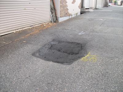 千里丘中道路凹み
