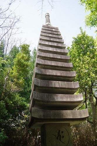 0064十三重石塔