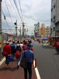 15.4.29 球場への道