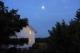 東の空は満月?