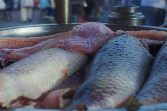 カシュガルバザール白身魚のフライ (1)