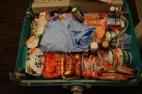 お土産でいっぱいのスーツケース150209