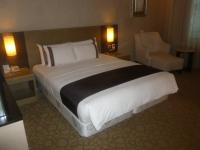 台中新幹線花園酒店ベッド150304
