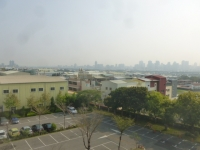 PM2.5に霞む台中の街150305