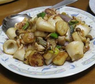 ヤマイモとイカの炒め物