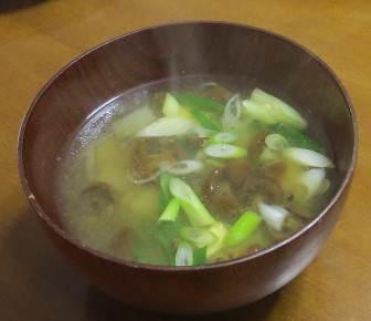 ネギとナメコの味噌汁
