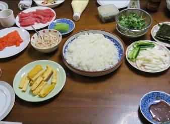 カイワレダイコンを使った手巻き寿司素材風景