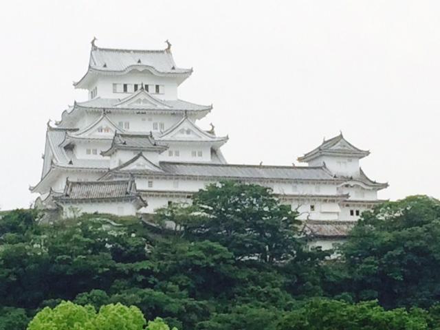 東側より姫路城