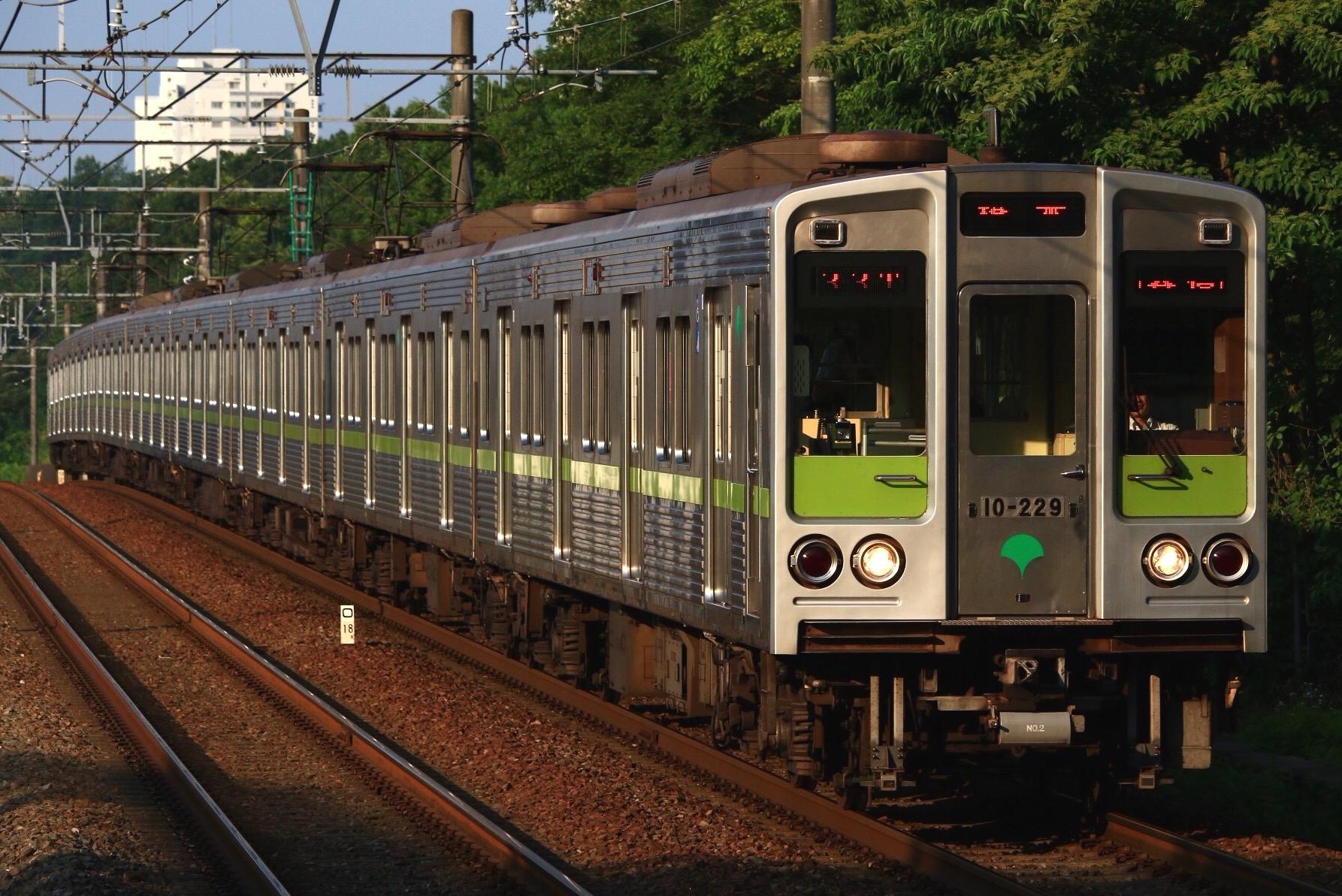 10-220F-2.jpg