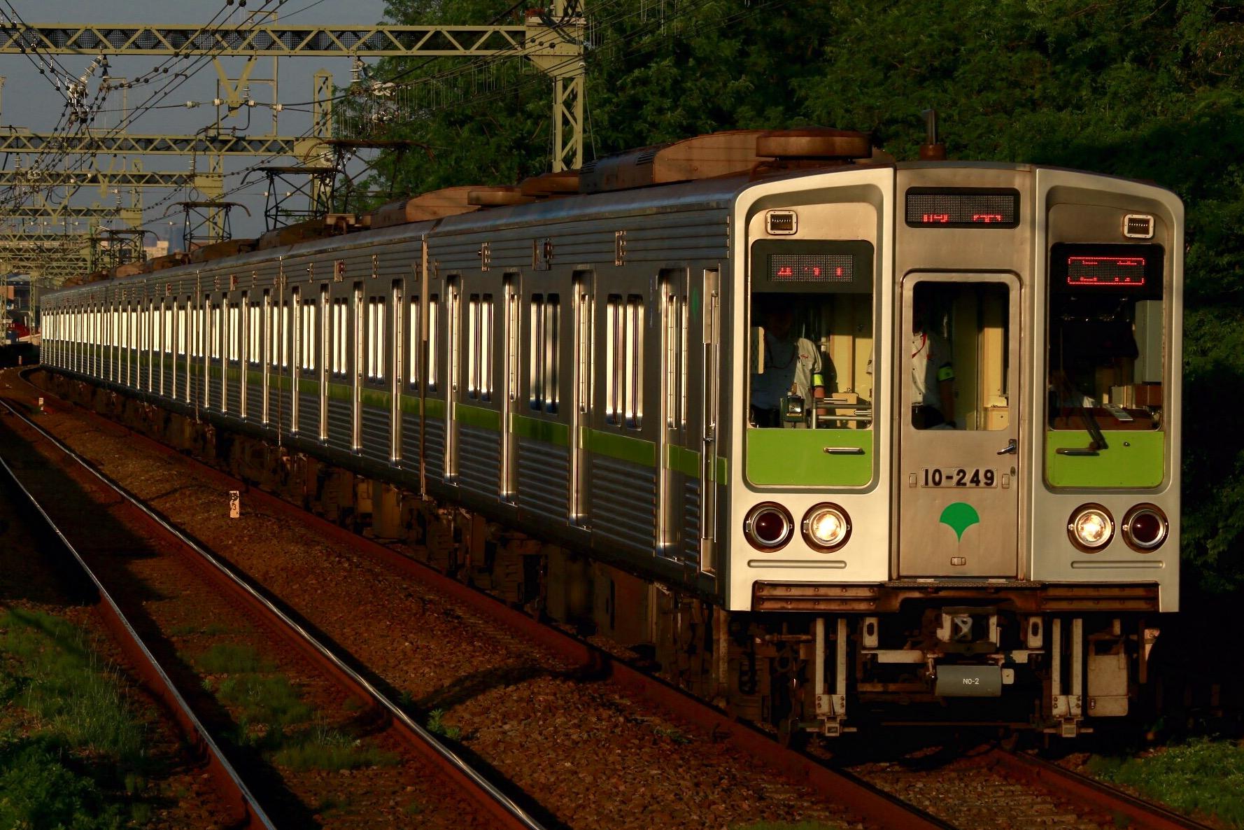 10-240F.jpg