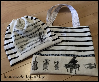 楽器柄と楽譜柄のバッグと巾着セット