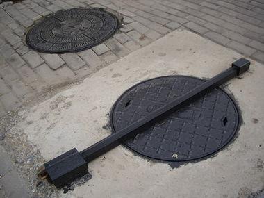 manhole_p.jpg
