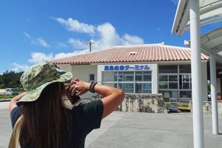 黒島港とCさん DSC05831