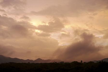 雨中の朝焼け 2015-06-01-5-55=P1030850