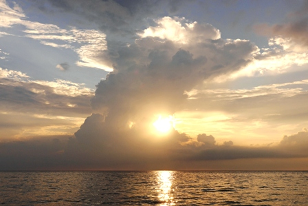 積乱雲と夕陽①2015-06-01-18-51=P1030862