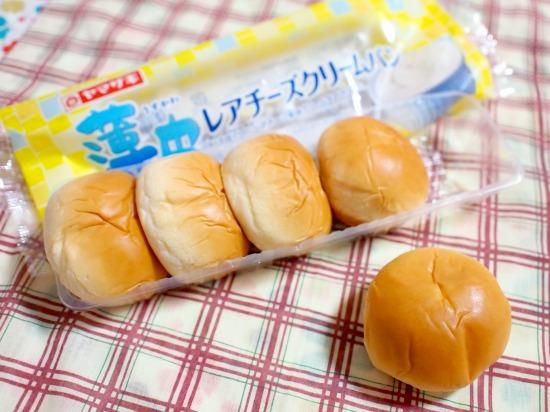 薄皮 レアチーズクリームパン03@ヤマザキ