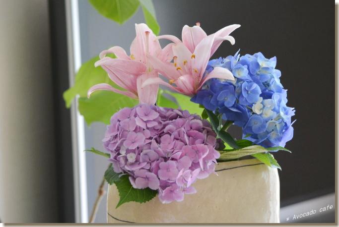 紫陽花と透かし百合