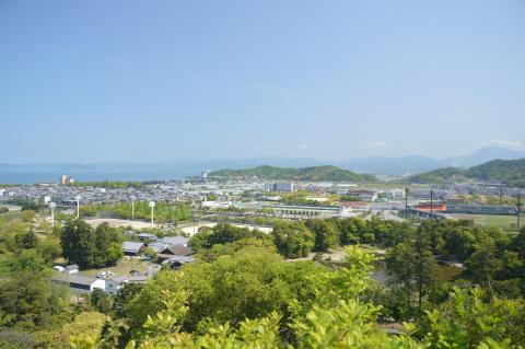 国宝・彦根城より琵琶湖を望む