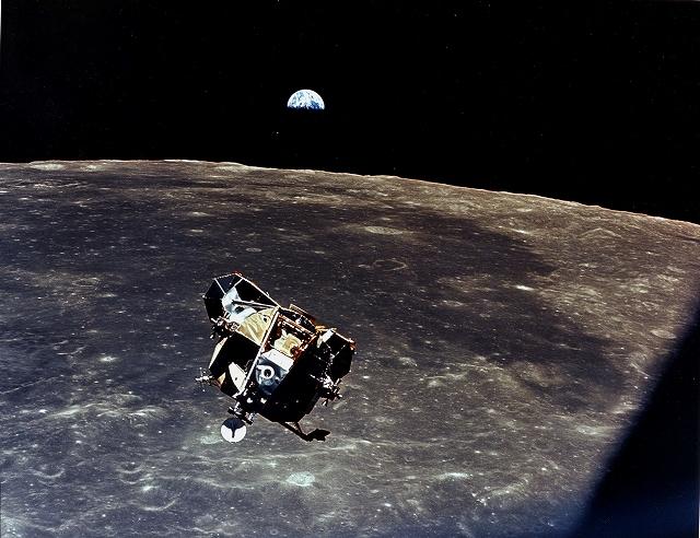 イーグル月と地球