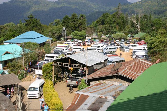 満車のドイプイ村。