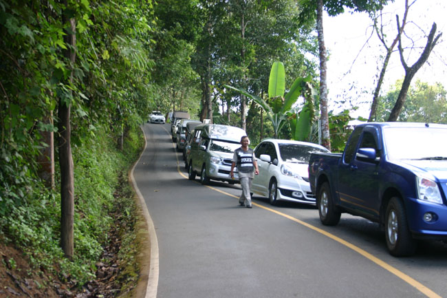 山道が渋滞。