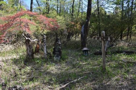 8権児ヶ墓