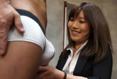 【美泉咲】2次面接で肉体検査を始める面接官の痴女OL