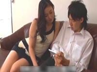 「どうして勃っちゃってるの♪」 同じマンション人妻!お気に入りの青年に媚薬を飲まして誘惑!