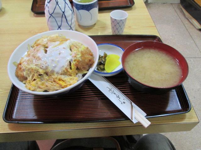 カツ丼部 111