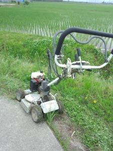 走行式草刈り機