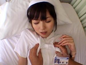 【麻倉憂】可愛いナースが病院のベッドでハメまくって大量のザーメンを口内発射され嬉しそう!