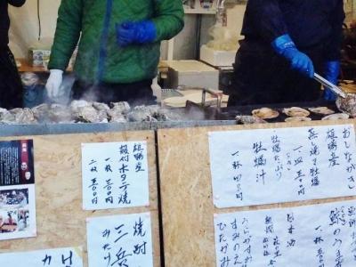 神社に牡蠣小屋