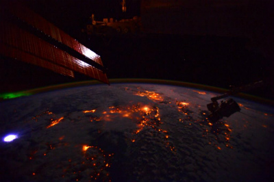B41YWdICYAED宇宙ステーションから見た