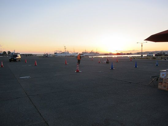 八戸館鼻岸壁の朝市 駐車場