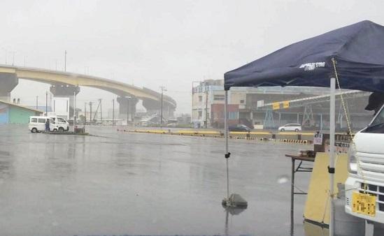 2015年6月 大雨 八戸朝市