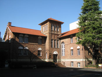 早稲田から高田馬場まで街歩き― 日本館、学習院女子大学正門