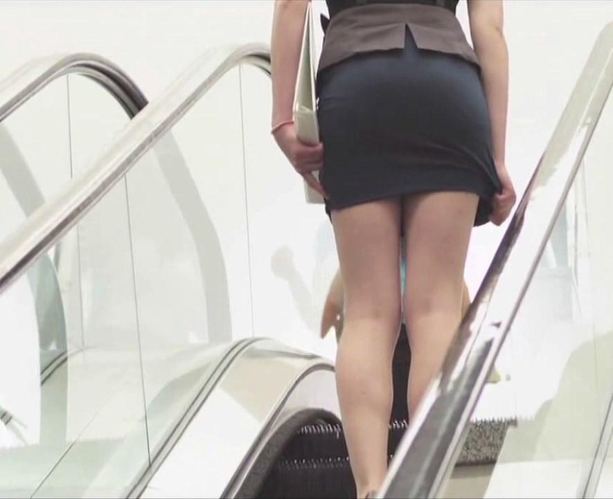 スカートおさえる1